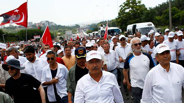 Presidente turco contesta Marcha pela Justiça e acusa oposição de terrorismo