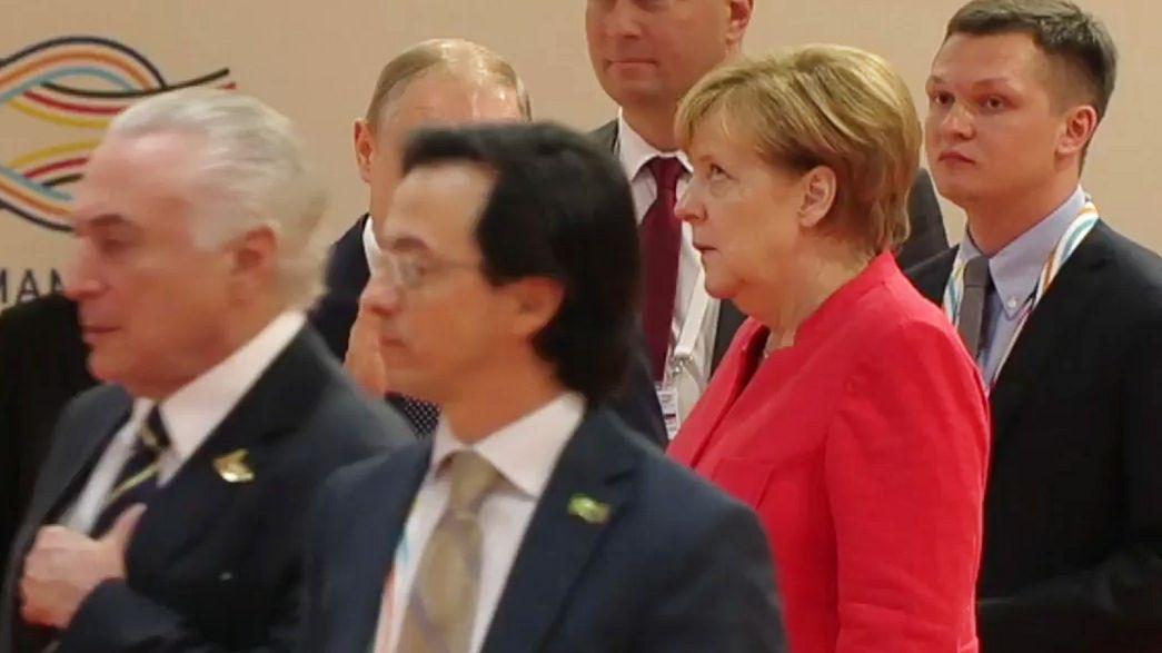 Putin belehrt - Merkel verdreht die Augen