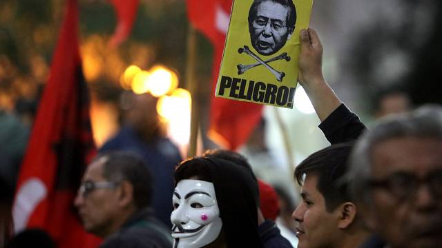 Perù: in piazza contro perdono Fujimori
