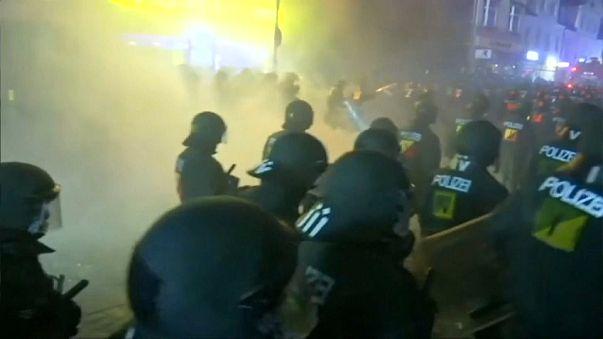 Ad Amburgo notte di violenti scontri