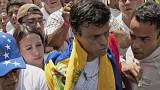 Venezuela'da muhalif lider Lopez cezaevinden çıktı