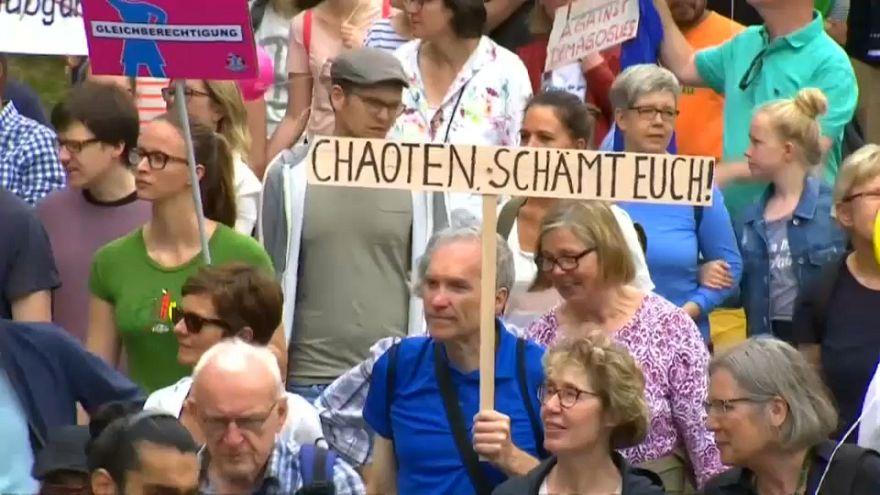 Miles de personas se manifiestan de forma pacífica en Hamburgo