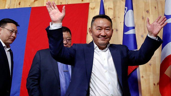 Mongolie : un ex-lutteur élu président