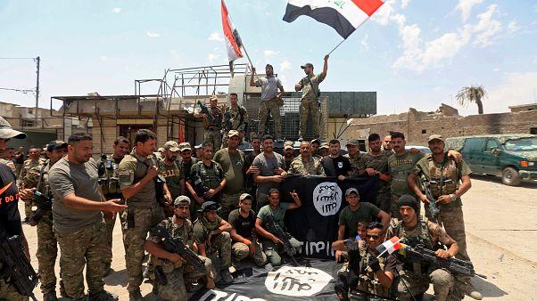 [شاهد] احتفال الجيش العراقي باقتراب تحرير الموصل