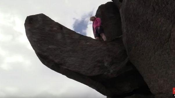 Yıkılan 'Troll Penis Kaya'sı yeniden eski haline getirildi