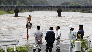 20 قتيلا حصيلة جديدة لضحايا الفيضانات وتحذيرات من هطول أمطار غزيرة
