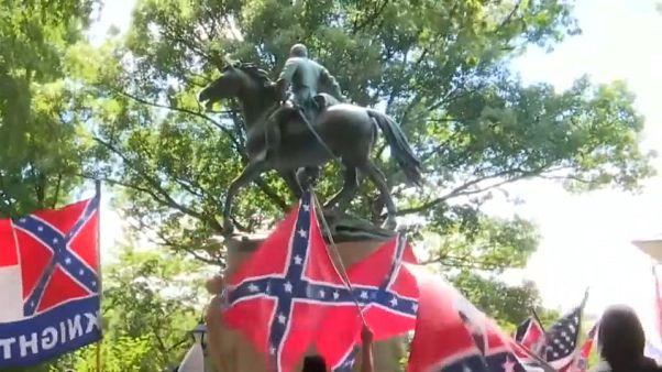 Antirracistas abafam manifestação do Ku Klux Klan na Virgínia
