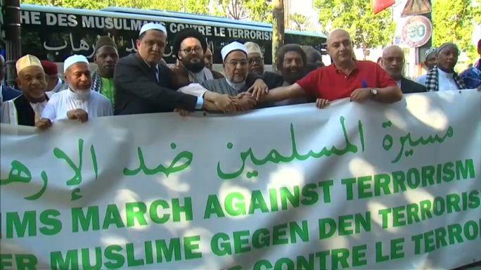 """Imãs fazem """"marcha contra o terrorismo"""""""