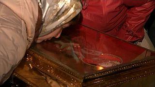 Moskau: Küsse für den heiligen Nikolaus