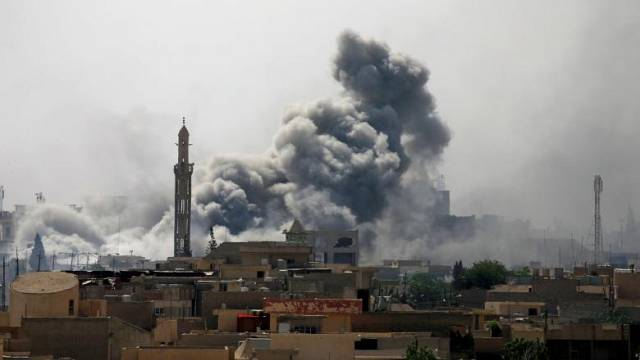"El primer ministro de Irak entra en una Mosul ""liberada"""