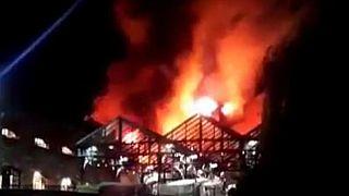 Londra: incendio al Camden Market