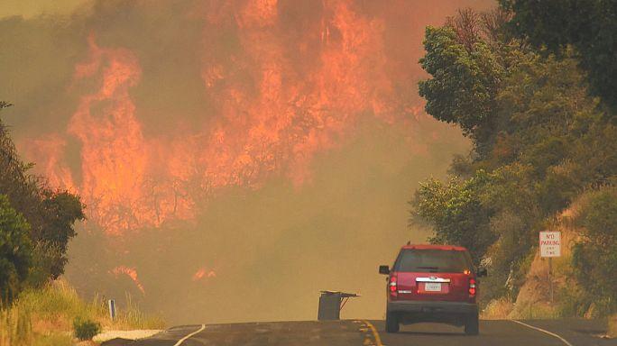 Le feu couve à Santa Barbara