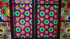من اذربيجان قصر الخانات في شيكي والفسيفساء التي تزين نوافذه