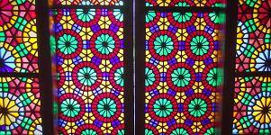 کارت پستال از جمهوری آذربایجان؛ رقص نور از پنجره های مشبک «قصر خان شکی»