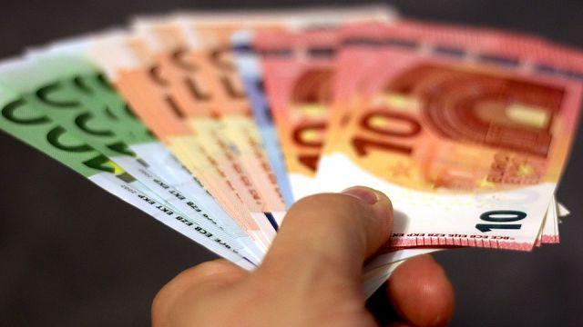 """Allemagne : Il fait pleuvoir plus de 10 000 euros pour """"se faire de nouveaux potes"""""""