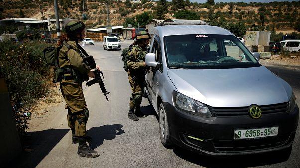 الجيش الإسرائيلي يقتل فلسطينيا بالخليل