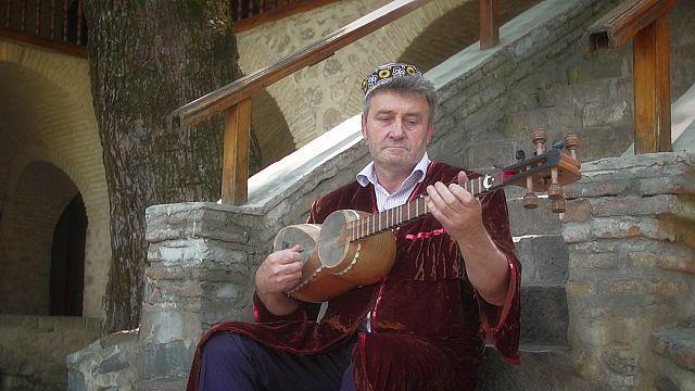 Le tar, le luth de l'Azerbaïdjan