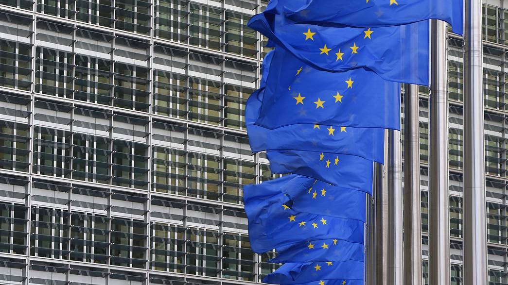 """""""Breves de Bruxelas"""": crise bancária e veto ao Brexit"""