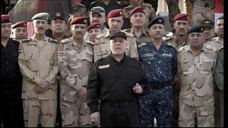 شاهد.. العبادي يرفع علم العراق على الموصل المحررة