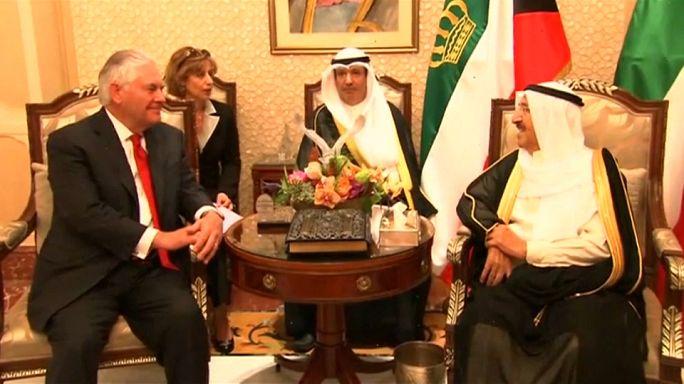 تيلرسون في الكويت لدفع عجلة الوساطة المتعثرة في الأزمة الخليجية