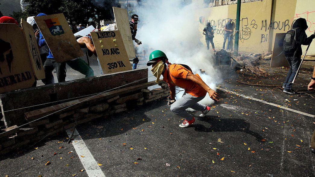 Венесуэльская оппозиция блокирует улицы Каракаса