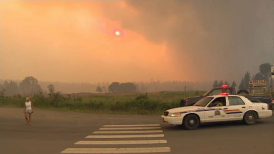 В Канаде 14 тысяч человек бегут от лесных пожаров