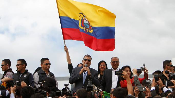 Ekvador: Eski devlet başkanı ülkeyi terk etti