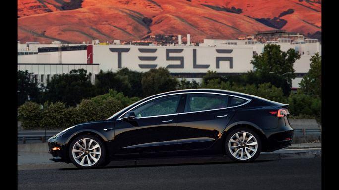 "Tesla Model 3: Elon Musk postet ""Geburtsanzeige"""