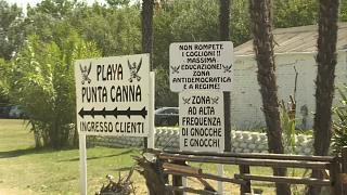 Italian fascist beach club told to remove provocative signs
