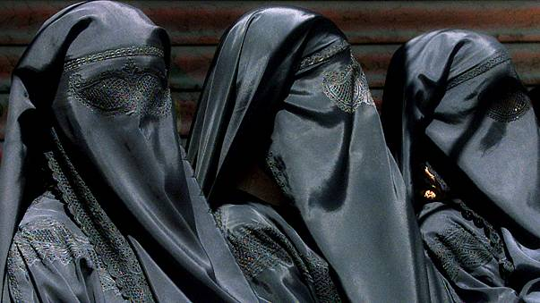 Breves de Bruselas: La prohibición del burka en Bélgica y la factura del 'brexit'