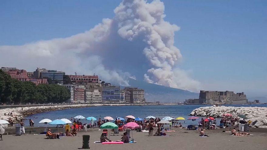 آتش سوزی وسیع در پارک ملی وزو در ایتالیا