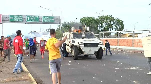 Tüntetők és katonák összecsapása Venezuelában