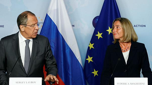 Mogherini e Lavrov tentam reatar diálogo bilateral UE-Rússia