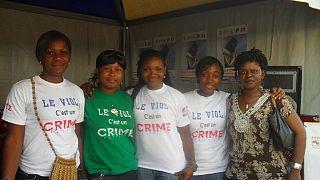 """Survivantes de viols, """"l'armée des tantes"""" du Cameroun lutte contre les abus contre les filles"""