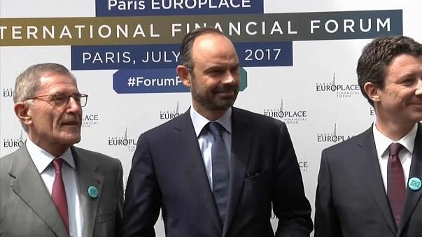 French PM lures London's financiers to Paris