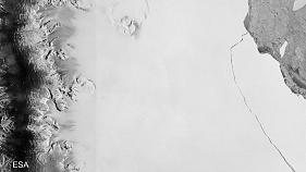 Giant iceberg breaks off Antarctic ice shelf