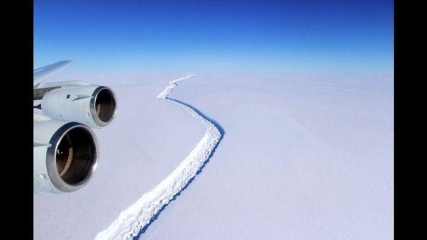 انفصال جبل جليدي بحجم دولة عن القارة القطبية الجنوبية