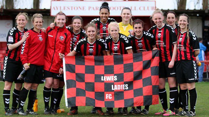 تعرف على أول فريق لكرة القدم يعتمد مبدأ المساوة في أجور لاعبيه من الجنسين