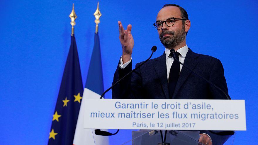 """Le gouvernement français présente son """"plan migrants"""""""