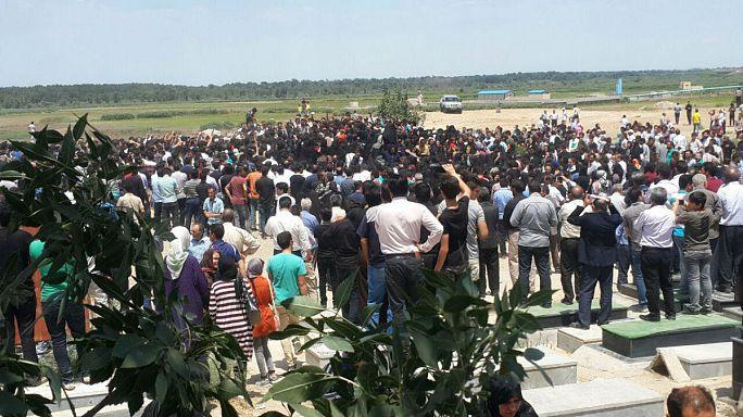Wütende Menge fordert Steinigung von Kindermörder