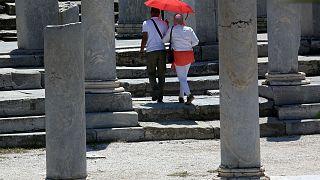 Νέο κύμα καύσωνα πλήττει την χώρα - Κλειστοί οι αρχαιολογικοί χώροι