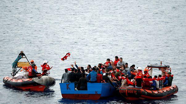 مجموعة يمينة متطرفة تستأجر قاربا لحراسة شواطئ أوروبا من اللاجئين