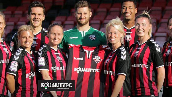 Egyenlő fizetés a nő és férfi focistáknak egy angol klubban