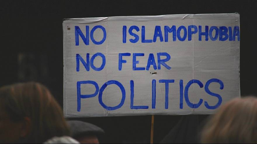 اسیدپاشی در اروپا، نژادپرستی و اسلامهراسی