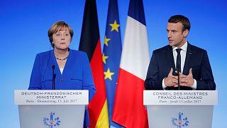 Merkel y Macron apuestan por fortalecer la eurozona y la defensa común