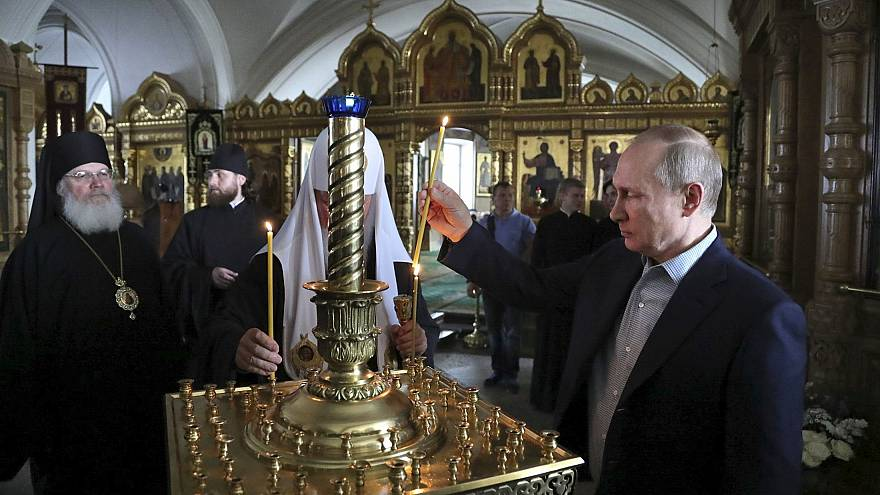 Who is Putin chauffeuring to the monastry?