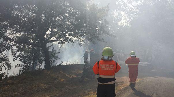 Nem csitulnak a lángok Olaszországban
