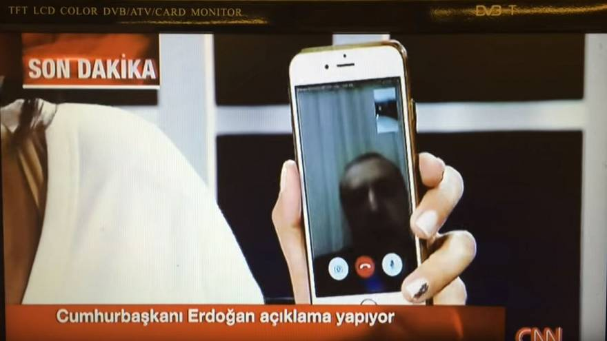 حديث مع هاندي فرات التي ساهمت باحباط الانقلاب على أردوغان