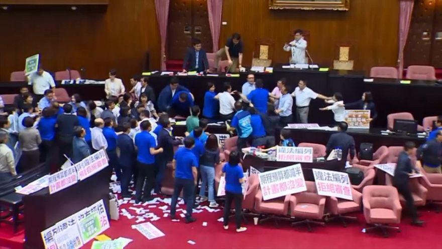 Rissa nel parlamento di Taiwan