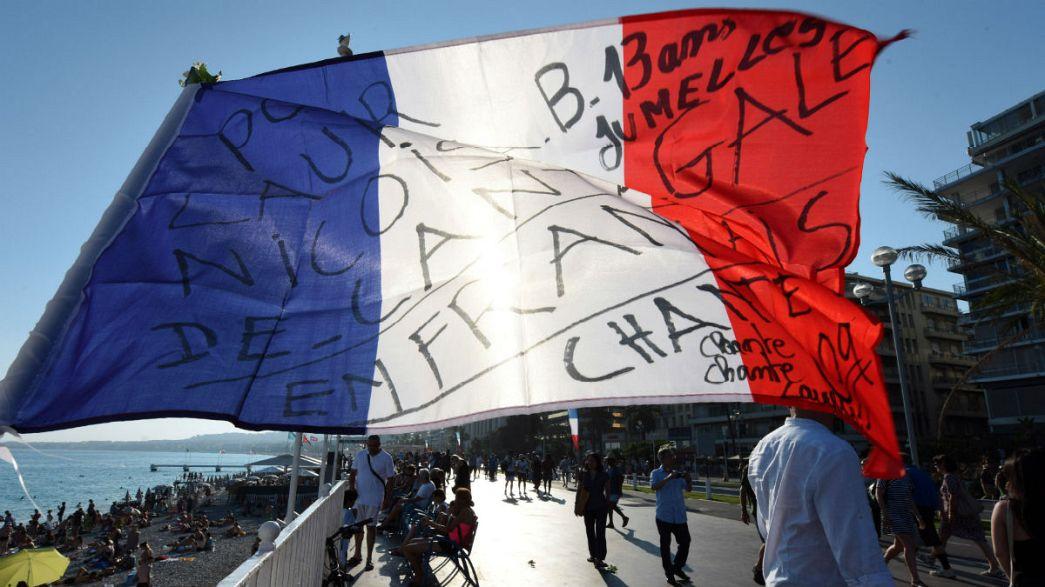 Emmanuel Macron garante apoio às vítimas do atentado de Nice